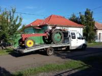 autómentő - gépszállítás traktor